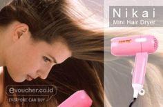 Keringkan Rambutmu Dengan Nikai Mini Hair Dryer Yang Mudah Dibawa Kemana pun Kamu Pergi Hanya Rp.45,000 - www.evoucher.co.id #Promo #Diskon #Jual  klik > http://www.evoucher.co.id/deal/Nikai-Mini-Hair-Dryer  Nikai Mini Hair Dryer memiliki bentuk yang kecil dan ringkas. Cocok dibawa bepergian, travelling namun rambut tetap terawat. Desain mini namun memiliki power daya yang tidak kalah dengan hair dryer biasa pada umumnya  pengiriman mulai tanggal 2013-10-17