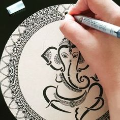 Mandala Art Therapy, Mandala Art Lesson, Mandala Artwork, Mandala Painting, Cute Doodle Art, Doodle Art Drawing, Art Drawings Sketches, Easy Mandala Drawing, Mandala Doodle
