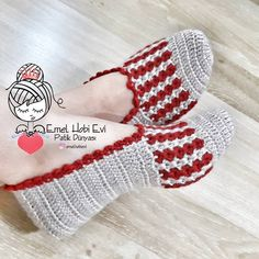 New Granny Slippers Crochet pattern by Luba Davies Crochet Slipper Boots, Crochet Slipper Pattern, Baby Sweater Knitting Pattern, Crochet Shoes, Crochet Slippers, Knitting Yarn, Crochet Patterns, Crochet Mask, Knit Crochet