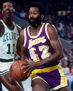 Lucius Allen - All Things Lakers - Los Angeles Times Pro Basketball, Basketball Legends, Basketball Players, Lakers Vs Celtics, Nba Arenas, Nba Stars, Nba Champions, Men's Fitness, Nba Players