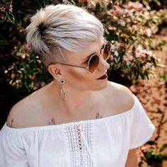 70 Best Short Pixie Cut Hairstyles 2019 – Cute Pixie Haircuts for Women - Frauen Haar Modelle Cute Pixie Haircuts, Pixie Hairstyles, Summer Hairstyles, Straight Hairstyles, Blonde Hairstyles, Trendy Haircuts, Hairdos, Short Straight Hair, Girl Short Hair