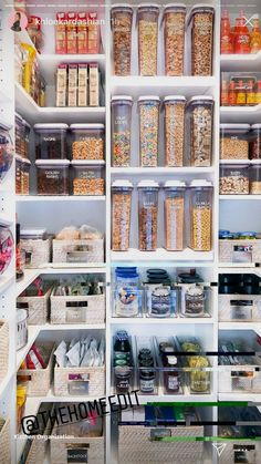 umwerfende Küchen-Pantry-Design-Ideen für Ihre Inspiration Genius Ways To Arrange Your Pantry – By curtailing your pantry staples and also employing a couple of clever organization methods, you can have the tidy, smooth storage space you've constantly Kitchen Organization Pantry, Pantry Storage, Diy Organization, Organizing Ideas, Kitchen Storage, Storage Spaces, Pantry Ideas, Food Storage, Storage Ideas