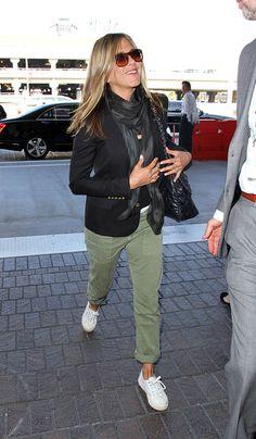 Cute plane outfit a la Jen Aniston | Dlisted