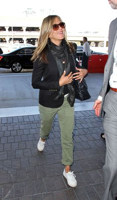 Cute plane outfit a la Jen Aniston | Dlisted