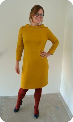 Dames en heren beste mensen, we zijn hier vandaag om over deze jurk te praten. Het is een heel gaaf patroon, met allemaal figuurnaden, en voelt wat zakelijker dan mijn gebruikelijke jurken :…