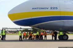 On 11 August 2009, the heaviest single cargo item ever sent via air freight was loaded onto the Antonov 225. | 32 Massive Pictures Of The World's Biggest Aircraft