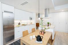 As. Oy Espoon Konkarin tilavissa asunnoissa on huomioitu esimerkiksi se, että asukas saattaa tarvita rollaattoria liikkuessaan keittiössä.