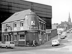 The Corner Pin P. 235 Carlisle Street East at the junction with Lyons Street looking towards All Saints Church with Firth Brown Tools Ltd behind the pub Sheffield Pubs, Sheffield Wednesday, Old Pub, South Yorkshire, South London, Local History, Classic Mini, Carlisle, Coventry
