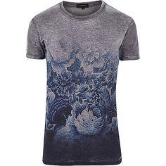 This shirt is dope Grey short sleeve fade print t-shirt - print t-shirts - t-shirts / vests - men Cool Tees, Cool T Shirts, Tee Shirts, Camisa Floral, T Shirt Vest, Fashion Moda, Grey Shorts, Swagg, River Island