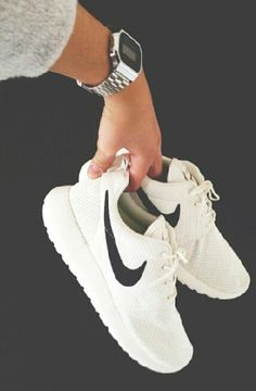 ROSHE RUN white/white black