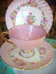 TEA TIME~Vintage pink cup and saucer plate Pink Cups, China Tea Cups, Teapots And Cups, My Cup Of Tea, Vintage Dishes, Vintage Teacups, Chocolate Pots, Teller, Tea Cup Saucer