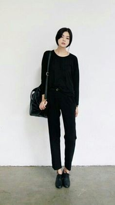 Casual All Black Outfit Asian Fashion, Look Fashion, Mode Cool, Normcore, Looks Street Style, Looks Black, All Black Outfit, Black Oxfords Outfit, Asian Style
