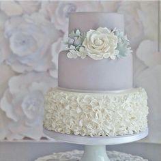 Ce mariage parfait de gris et de blanc. | 24 des plus beaux gâteaux de mariage de 2014