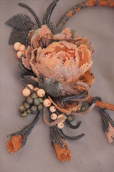 ideas for embroidery jewelry pictures Beaded Beads, Beads And Wire, Beaded Earrings, Beaded Bracelets, Bead Jewellery, Seed Bead Jewelry, Beaded Jewelry, Seed Bead Flowers, Beaded Flowers