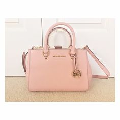 Michael Kors Sutton Satchel bag. Dusty pink I bought it online but I never used it                                                                      •Magnetic snap-tab closure                                     •Exterior zip pockets                                               • Interior zip,cellphone pockets; key clip                                                                             • Comes with dust bag                                            NO TRADE✖️Reasonable offers…