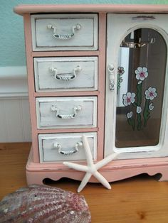 Cottage Jewelry Box in Coral and White  Vintage by buckleberry, $42.00