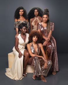 """Actresses unite in empowering photo shoot: """"Freedom and Equality"""" Lucy Ramos, Cris Vianna, Aline Dias, Juliana Alves and Olívia Duarte have played characters ranging from ex-slaves to successful women in O Tempo Não Para (time doesn't stop) Black Is Beautiful, Beautiful People, Black Power, Black Girls Rock, Black Girl Magic, Afro Blonde, Glam Photoshoot, Black Actresses, Dark Skin Beauty"""