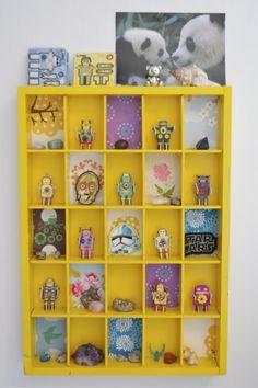 SPIRELLOSKRIMSKRAMSERIER.BLOGSPOT.COM #yellow #shadowbox #shelf