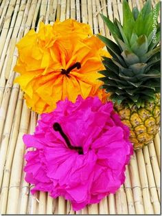 Hawaiian Tiki Luau DIY Party Ideas & Free Printables They are sooo easy to make - Just make a paper pom like you would normally (tutorial here), then twist a piece of brown pipe cleaner around the center of each open pom, and open the pom flat, scrunching Aloha Party, Hawai Party, Party Fiesta, Hawaiian Luau Party, Hawaiian Birthday, Hawaiian Theme, Luau Birthday, Hawaiian Tiki, Hawaiin Party Ideas