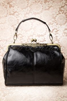 Love this #20s Vintage Frame Kisslock Clasp Bag!