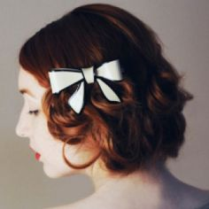 My favorite hairstyle ~ So very 1930s.