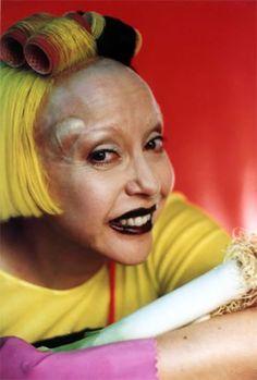 Orlan, chirugie esthétique. C'est une des artistes françaises de l'art corporel les plus connues du grand public en France et à l'étranger. Son œuvre se situe dans divers contextes provocateurs, légitimée par son engagement personnel.