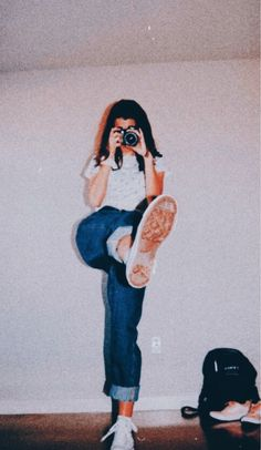 para tomarte fotos con tu outfit ootd -Ideas para tomarte fotos con tu outfit ootd - Short Thin Hairstyles to Make You Look Feminine Aesthetic Vintage, Aesthetic Photo, Aesthetic Fashion, Aesthetic Pictures, Aesthetic Clothes, Aesthetic Girl, Simple Outfits, Stylish Outfits, Fashion Outfits