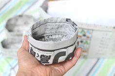 とっても便利!新聞紙で作った小さめサイズのゴミ箱です↓ 机の上に置いておけば、付箋などの出てきたゴミをポイポイっと入れて、最後はそのままクシ... Origami Templates, Origami Box, Origami Flowers, Origami Paper, Diy Home Crafts, Cute Crafts, Handmade Crafts, Paper Pop, Diy Paper