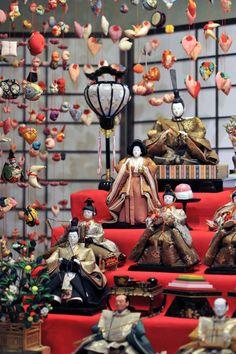 Hinanotsurushi Kazari - Hanging Dolls of Inatori, Japan. All Japanese, Turning Japanese, Japanese Design, Japanese Culture, Japanese Girl, Japanese Colors, Geisha, Hina Matsuri, Hina Dolls