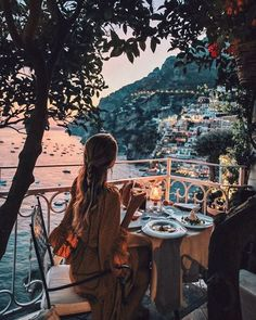 Dinner on a balcony in Positano, Italy on the Amalfi Coast. Things to do and see on your vacation trip to Positano. Places To Travel, Travel Destinations, Places To Visit, Adventure Awaits, Adventure Travel, Ohh Couture, Sunset Images, Photos Voyages, Travel Aesthetic