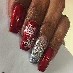 At least I got to nail #muah HAPPY HOLIDAYS!! #holidaynails #holiday #nails #nailz #nailedit #nailart #nailartpromote #nailsdid #nailsdone #nailswag #instanails #instagram #instagramnails #dailynails #didme #daggers #nailsoftheday #snowflake #glitternails
