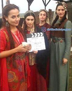 Turkish Women Beautiful, Famous Warriors, Esra Bilgic, Best Dramas, Stylish Girl Images, People Of Interest, Best Series, Turkish Actors, Roman Reigns