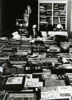 Karl Lagerfeld's home library, Paris Könnte ich hier wohl mal Staub wischen und neu ordnen?