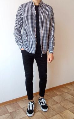 vans old skool schwarz skinny jeans boys jungs outfit Stylish Mens Outfits, Casual Outfits, Men Casual, Streetwear Mode, Streetwear Fashion, Korean Fashion Men, Mens Fashion, Curvy Fashion, Fall Fashion
