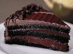 Receita de Bolo sedução de chocolate - bolo, faça a mousse. Bata as claras em neve e reserve. No liquidificador bata os demais ingredientes, coloque por último a gelatina hidratada...