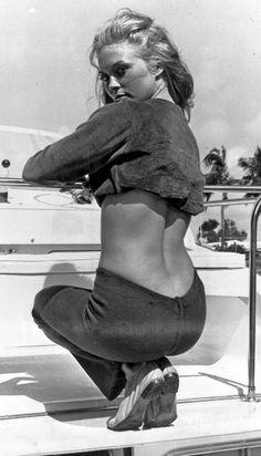 Faye Dunaway, 1968 #fayedunaway #60s #bum