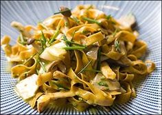 Chestnut egg tagliatelle with grilled chicken and pears Quick Recipes, Quick Meals, Pasta Recipes, Chestnut Recipes, Fresh Pasta, Grubs, Dumplings, Grilled Chicken, Potato Salad