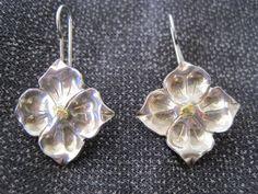 Vintage Sterling Blütenblatt Ohrringe von BetteOh auf Etsy, $38.00