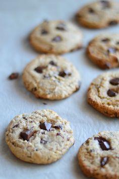 """Chocolate chip cookies vegan. É mesmo preciso dizer mais alguma coisa? Já era tempo de fazer bolachas assim, que tanto os vegan, os vegetarianos e quem siga uma alimentação dita """"normal&#822…"""