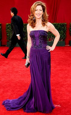 Dana Delany rocked a Basil Soda gown, Prada shoes and Lorraine Schwartz jewels at the 2009 Emmys