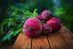 Beets have a long history of being good for liver detox but only recently have they gained status as the latest superfood. Find out about there enormous health benefits here with some tasty beets recipe. Superfoods, Beetroot Benefits, Beetroot Soup, Raw Beets, Fresh Beets, Beet Salad, Avocado Salad, Roasted Beets, Detox Your Body