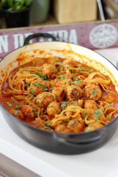 """Recipe """"Tagliatelle with meatballs in a tomato-pepper sauce"""" Quick Healthy Meals, Good Healthy Recipes, Easy Meals, Pasta Recipes, Dinner Recipes, Cooking Recipes, I Love Food, Good Food, Oreo Brownies"""
