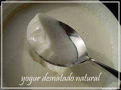El mejor tipo de yogurt para la salud. La mayoria de marcas recurre a diversas sustancias entre ellas edulcorantes en la elaboracion del yogurt, sustancias que resultan dañinas al organismo. Por eso es mas sano y practico frabicarlo en casa y  añadirle alimentos que le den sabor y no sean artificiales ni dañinos para la salud.