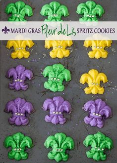 How amazing do these Fleur De Lis Spritz Cookies from @bake.love.give. look and how perfect are they for #MardiGras?!