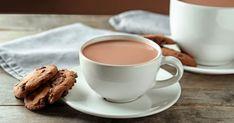 La recette traditionnelle de chocolat chaud de la chocolatière Juliette Brun est un must à découvrir et à savourer en rentrant d'une descente en toboggans. Juliette, Dessert, Mugs, Tableware, Social Media, Photos, Snacks, Kitchens, Dinnerware