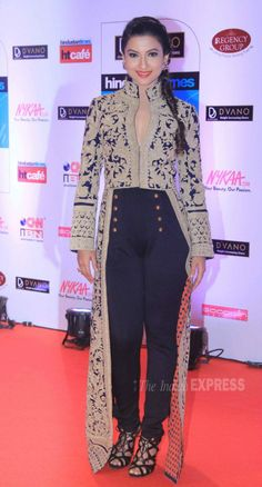 Gauahar (Gauhar) Khan in a beautiful Pankaj and Nidhi outfit at the HT Style Awards 2015.