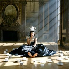 can never get enough of rodney smith . haven't heard of Rodney Smith until now, but I really love this photo (I think it's a photo-will have to check further) goes with the Alice in Wonderland theme. Rodney Smith, Foto Fashion, Style Fashion, High Fashion, Fashion Design, Tim Walker, Walker Evans, Magritte, Through The Looking Glass