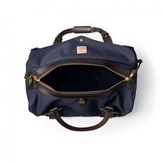 Discover the Filson Medium Duffle Bag. Rain-resistant Rugged Twill and durable Bridle Leather combine in this durable duffle bag. Week End A Deux, Travel Bag, Travel Style, Shoulder Pads, Shoulder Strap, Airline Carry On Size, Multiple Outfits, Hunting Gear, Best Face Products