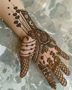 Apply these best Party Mehndi design that helps in bringing out your beauty. Here are Some Trendy and stylish Party Mehndi Designs. Khafif Mehndi Design, Henna Art Designs, Mehndi Designs For Girls, Mehndi Designs 2018, Mehndi Designs For Beginners, Stylish Mehndi Designs, Dulhan Mehndi Designs, Mehndi Designs For Fingers, Mehndi Design Photos