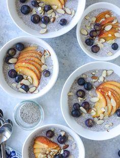 blueberry peach chia bowls I howsweeteats.com #breakfast #chiabowl #blueberrypeach #healthybreakfast
